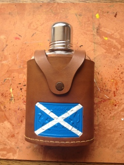Sometimes, only a small adjustment has to be made. Like here, adding the Scottish flag with leather paint to this flask.