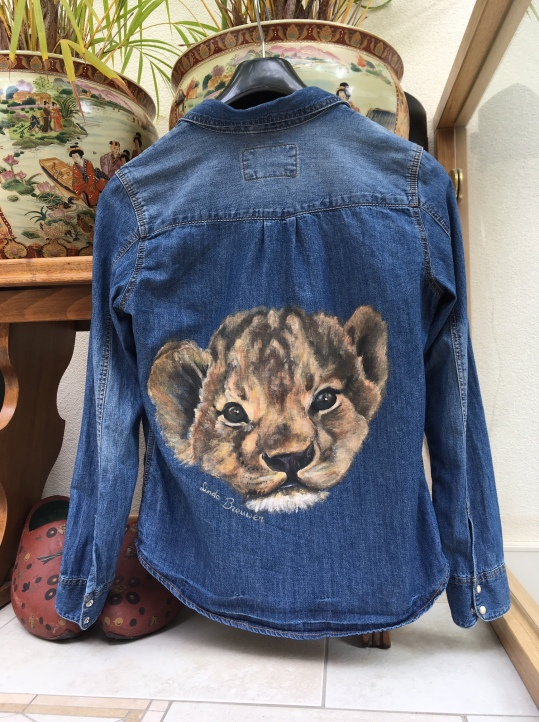 Little lion cub on the back of a denim jacket!