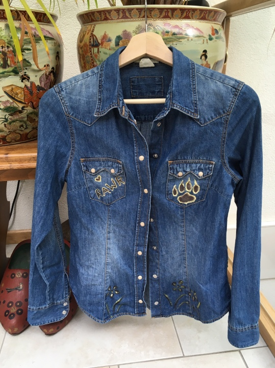 Size 36, upcycle clothing. €60,-